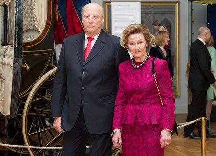 Norska kungaparet till Polen i vår