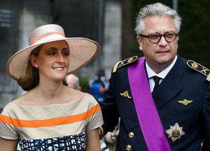 Belgiska prinsar och prinsessor tittade på hästhoppning