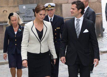 ad3e31b2c Madeleine och Carl Philip på väg in till Storkyrkan | Svensk Damtidning