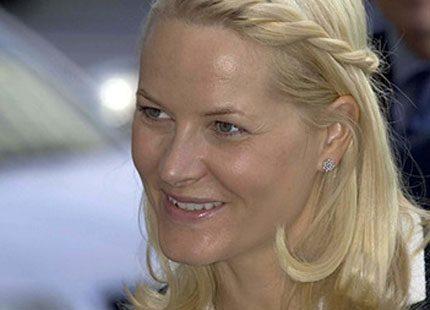 Kronprinsessan Mette-Marit hakar på senaste trenden