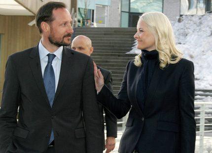 Kronprinsparet på konferens - Mette-Marit tackade Haakon