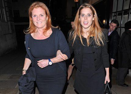 Mor och dotter på nattklubb i London