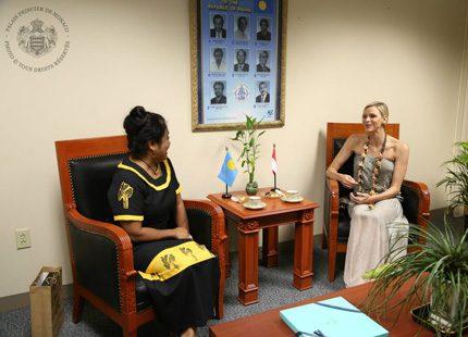Charlene och Albert på resa i Mikronesien