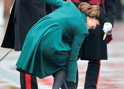 Kate fick trubbel med ena skon...