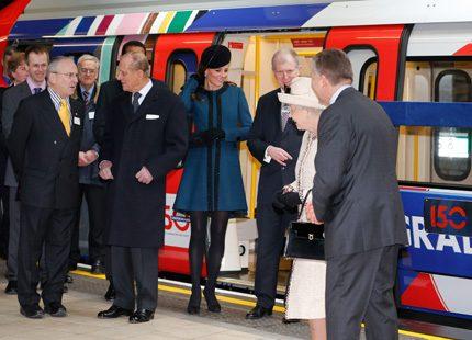 Drottning Elizabeth och Kate firade Londons tunnelbana