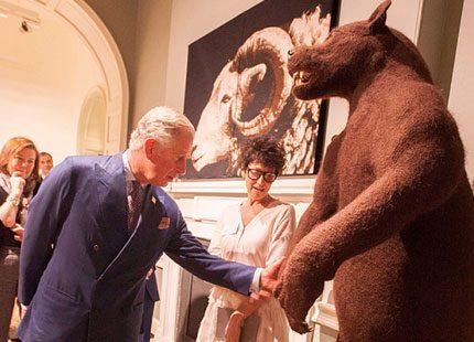 Ingen björnkram för Charles på ullutställning