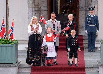 17 maj idag - Grattis Norge!!