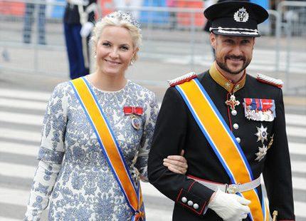 Mette-Marit & Haakon kommer till bröllopet - och några till...