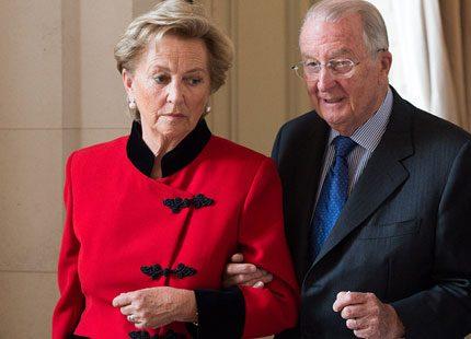 Kung Albert och drottning Paola av Belgien på militärsjukhus