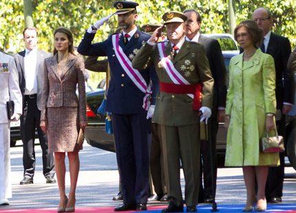 Spanska kungafamiljen hedrade landets militärer