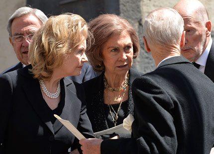 Drottning Sofia och Konstantin på begravning i Tyskland