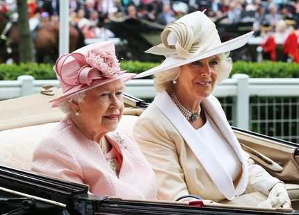 Hattparaden på Ascot har inletts...
