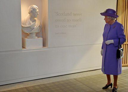 Drottningen besökte Sir Walter Scotts hem