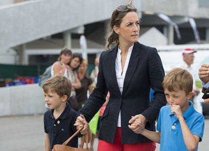 Prinsessan Claire med familjen på lantmarknad