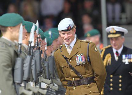 Prins Harry besökte flottbas