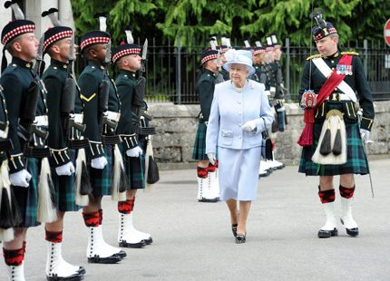 Nu stundar semester för drottning Elizabeth