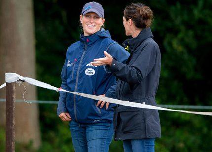 Zara Phillips kan inte hålla sig borta från hästtävlingarna