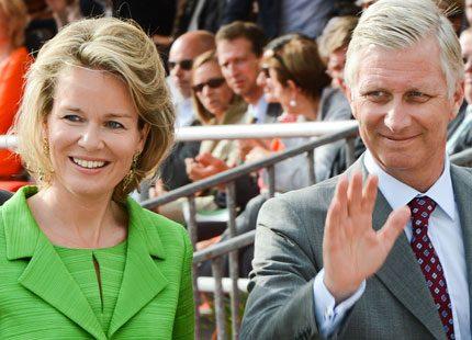 Anrik parad roade kungaparet av Belgien