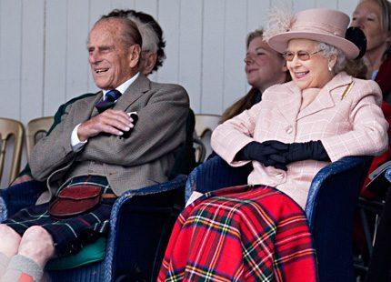 Drottning Elizabeth och maken äntligen ute på uppdrag tillsammans