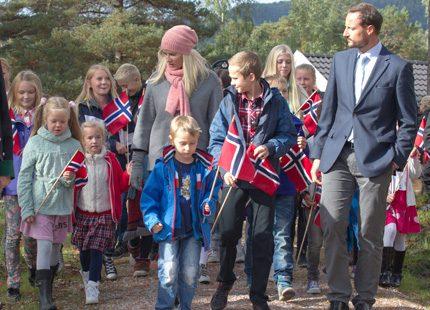 Haakons och Mette-Marits resa fortsätter