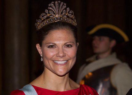 Lotta Wretman om kronprinsessan Victorias omtalade pälsbollsmössa
