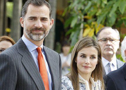 Kronprins Felipe och kronprinsessan Letizia på tapasutställning