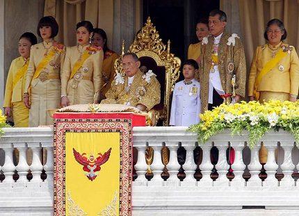Vi gratulerar kungen av Thailand på födelsedagen