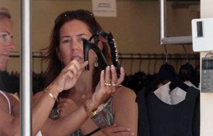 Kronprinsessan Mary shoppar högklackat