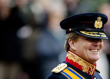 Kung Willem-Alexander i färggrann uniform