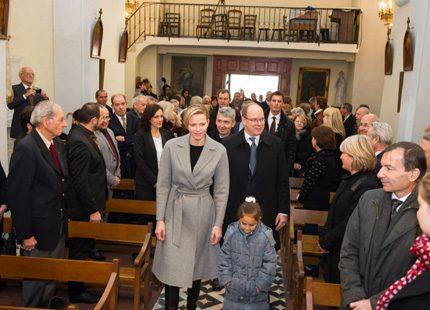 Albert och Charlene tittade in i kyrka