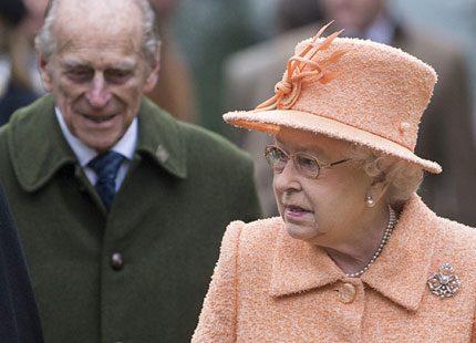 Drottning Elizabeth lämnar över fler uppdrag till sonen