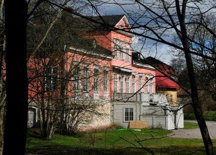 Prinsens mentor flyttar in på Villa Beylon