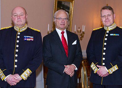 Kungen i möten på slottet och drottning Silvia besökte KI