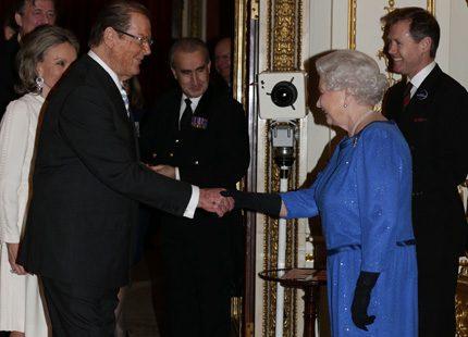 Drottning Elizabeth och Kate på mottagning för filmstjärnor