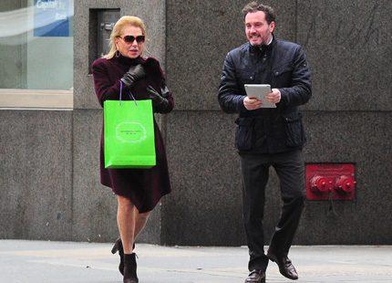 Chris ute på stan med sin mamma Eva