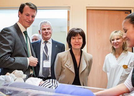 Prins Joachim av Danmark besökte barnsjukhus i Bryssel