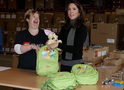 Kronprinsessan Mary packade ryggsäckar