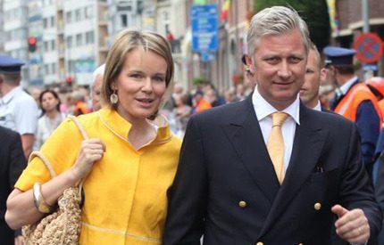 Kronprinsessan Mathilde pigg i gul dräkt