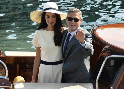 Första bilderna från George Clooney och Amals bröllop- se brudklänningen här!
