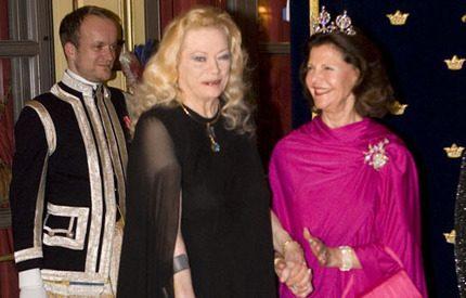 Anita Ekberg inlagd på sjukhus