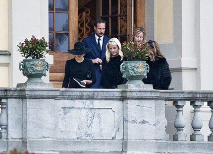 Norges kungafamilj till onkel mulles begravning