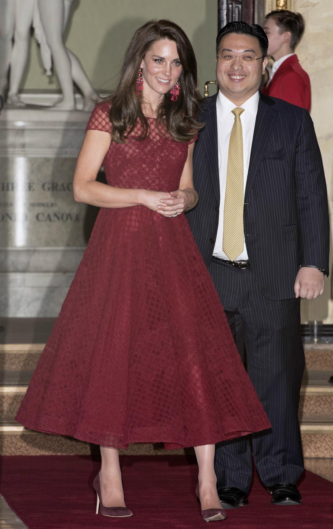 Kates röda klänning