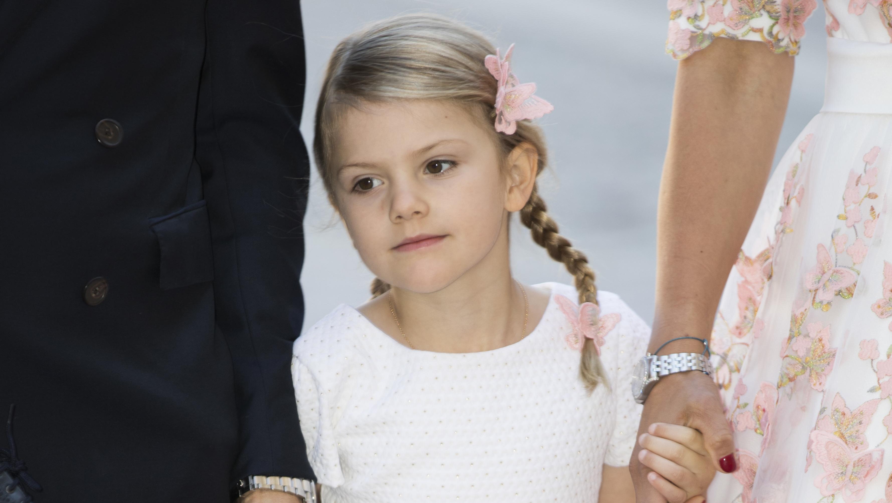 Estelle i ljuvlig klänning från Ralph Lauren