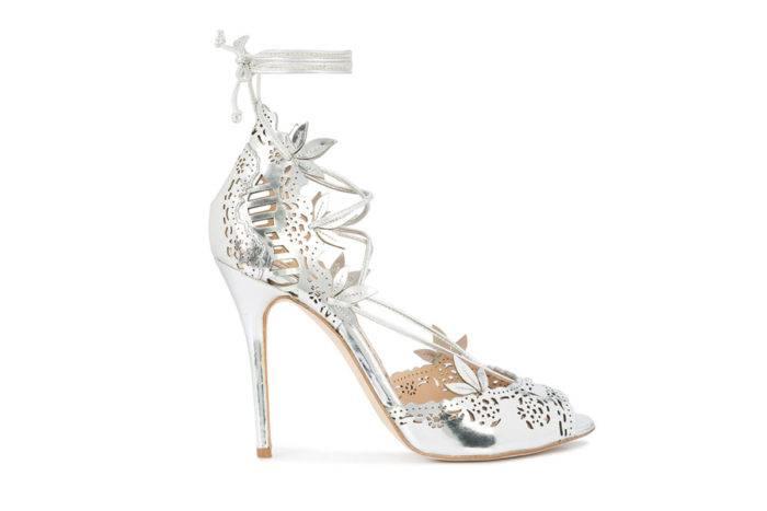 "Prinsessans Marchesa ""Clara sandals"" kostar nästan 14 000 kronor."