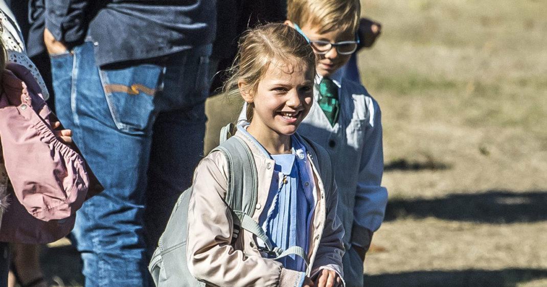35bd87ddd66e Prinsessan Estelle har börjat skolan och prins Alexander har varit ute på  sitt första uppdrag! Låt oss kolla in det kungliga barnmodet lite!