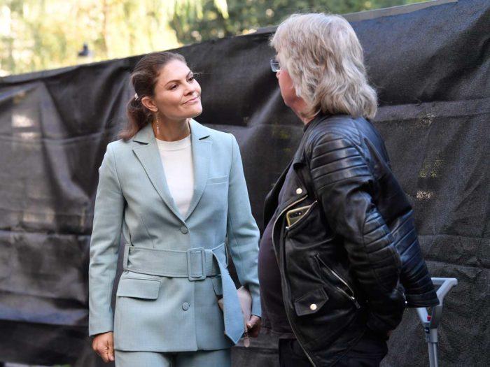 I helgen var kronprinsessan ute och arbetade för kungafamiljen i  Kungsträdgården i Stockholm. Hon valde då att ännu en gång bära sin kostym  från Rodebjer ... bf1a761a5321c