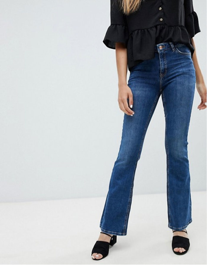 Utsvängda jeans från New Look.
