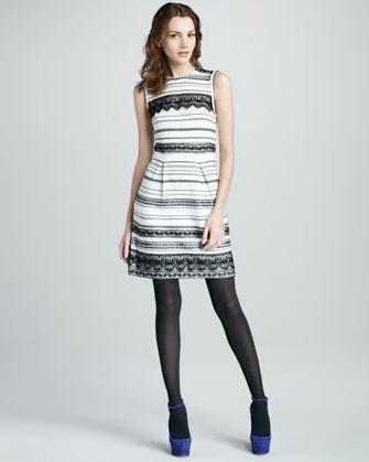 Madeleines randiga klänning