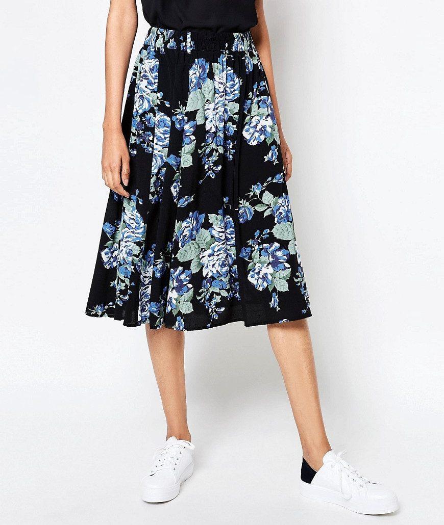 Maries blommiga kjol