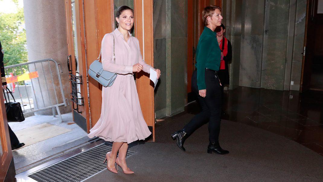 Victoria i Ralph Lauren och Valentino